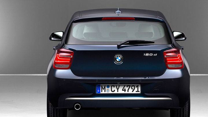 Back Pose Of 2012 BMW 1-Series 120d in Blue