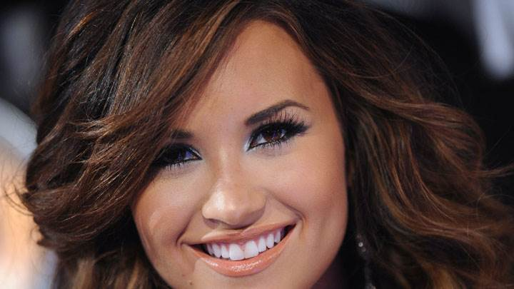 Demi Lovato Cute Smiling Face Photoshoot In Mtv Video Music Awards 2011