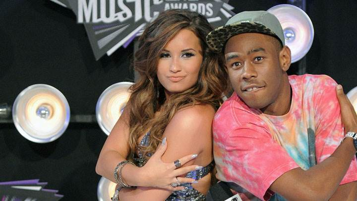 Demi Lovato Performing With Boy In Mtv Video Music Awards 2011