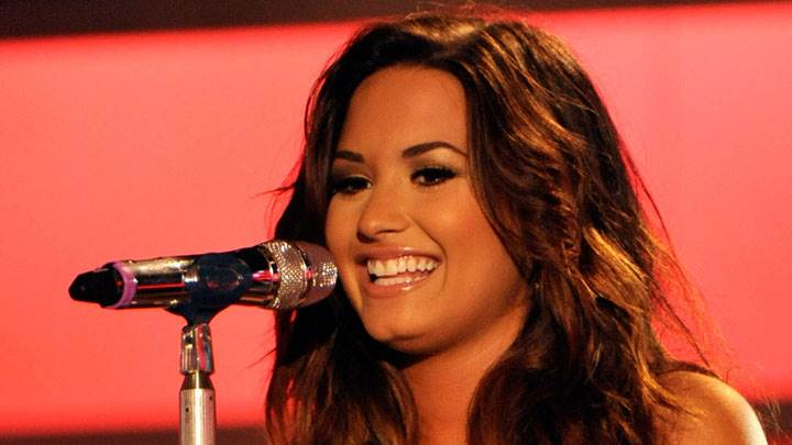 Demi Lovato Smiling And Singing In Vh1 Do Something Awards