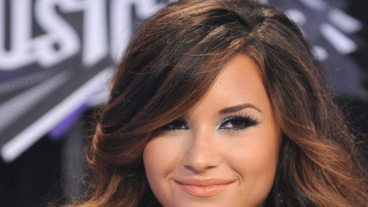Demi Lovato Smiling Face And Wearing Long Earings