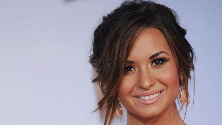 Demi Lovato Smiling Face Closeup In Vh1 Do Something Awards