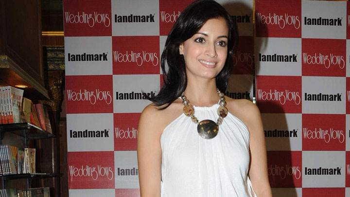 Dia Mirza Smiling Face In Wedding Wows Event