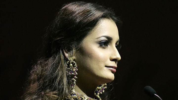 Dia Mirza Wearing Jewellery And Side Face Front Of Mic Wallpaper