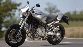 Ducati Monster S2R-1000 2005 in Silver Side Pose
