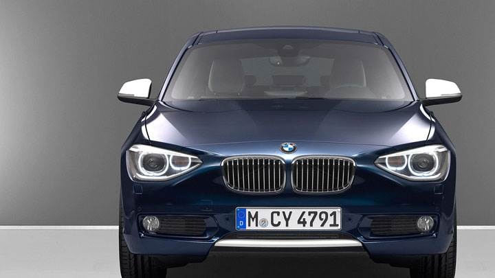 Front Pose of 2012 BMW 1-Series in Blue