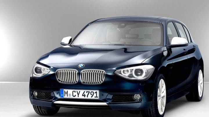 Front Side Pose of 2012 BMW 1-Series in Blue