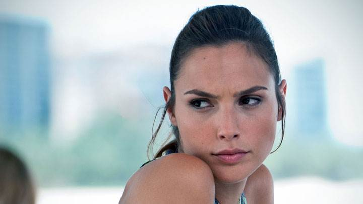 Gal Gadot Looking Side Front Face Closeup