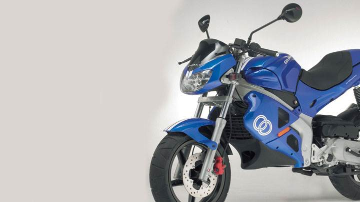 Gilera DNA 50 2005 Side Pose in Blue