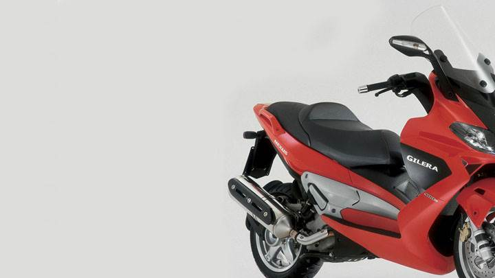 Gilera Nexus 500 2005 Front Pose in Red