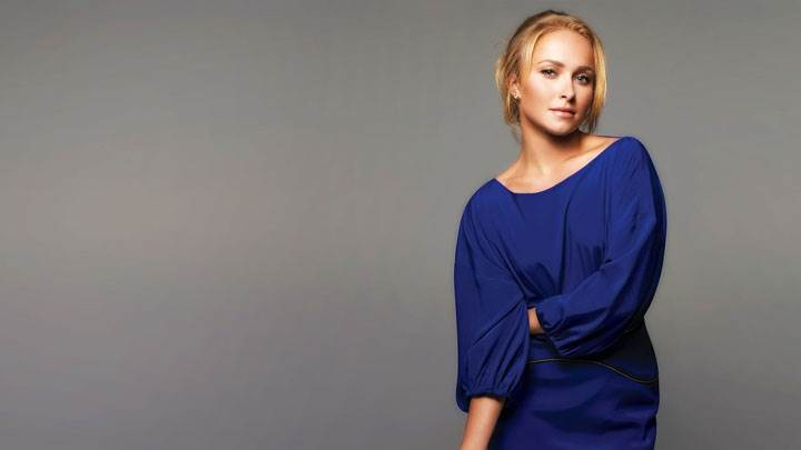 Hayden Panettiere Cute Looking In Blue Dress