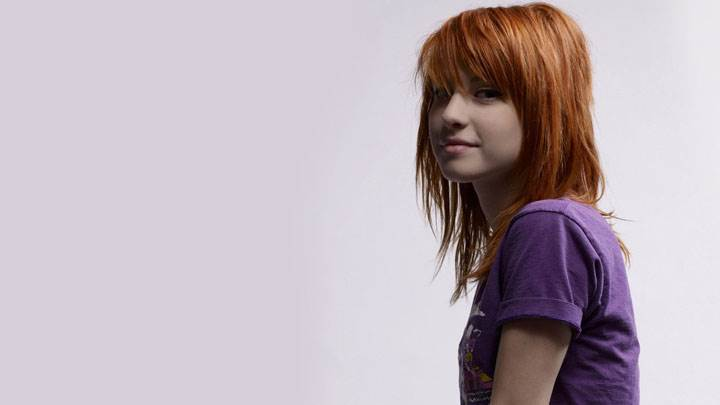 Hayley Williams Smiling In Purple Top Side Pose