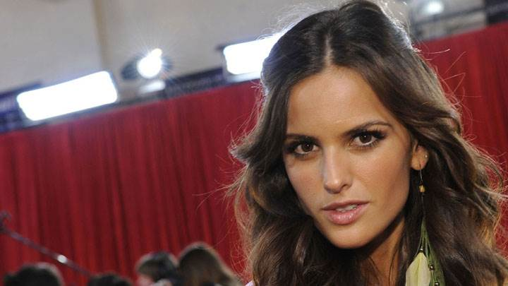 Izabel Goulart Wet Lips And Looking Front Cute Face Closeup