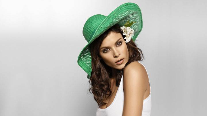 Jenna Pietersen In White Top And Green Hat Side Pose