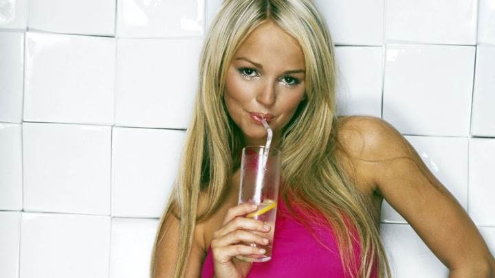 Jennifer Ellison Looking Front And Smiling With Drink
