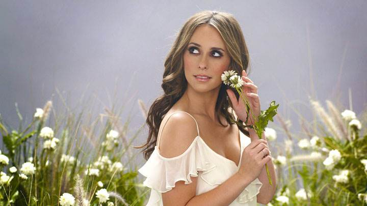 Jennifer Love Hewitt Flower In Hand In Field