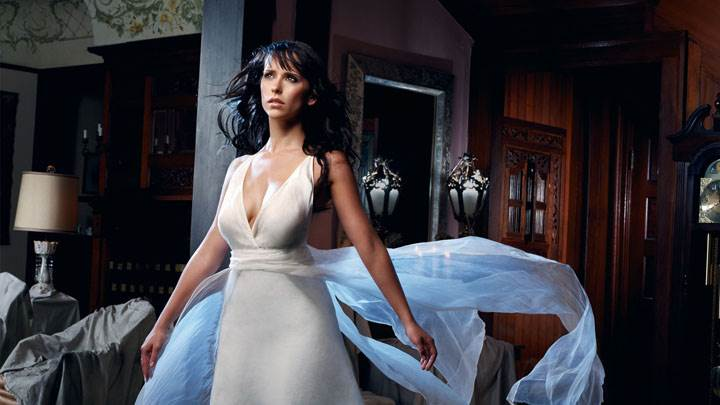 Jennifer Love Hewitt In Long White Dress