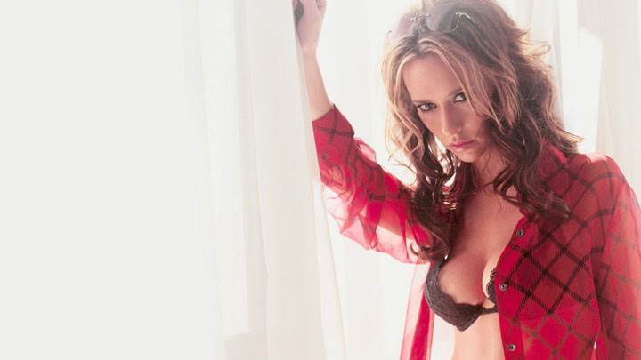 Jennifer Love Hewitt In Red Transparent Shirt