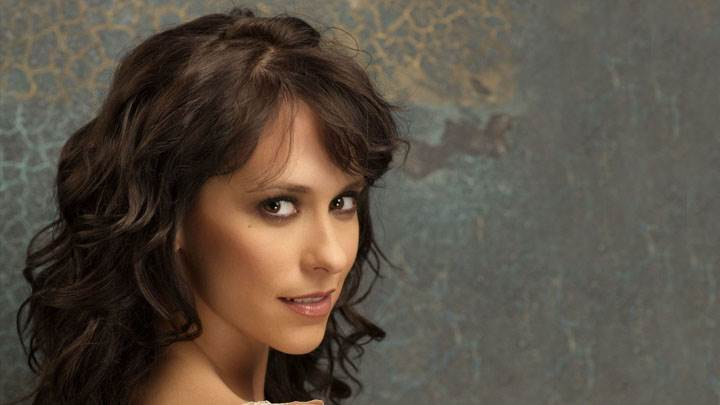 Jennifer Love Hewitt Looking Back Smiling Face Photoshoot