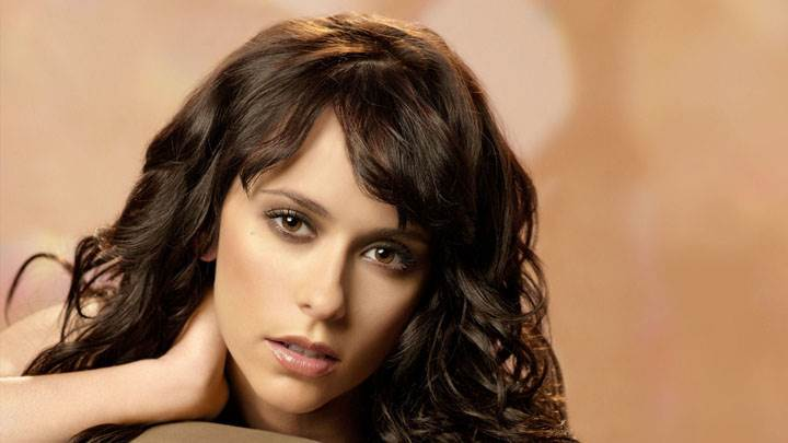 Jennifer Love Hewitt Looking Front Face Closeup Wallpaper
