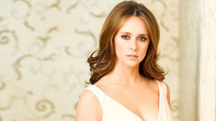 Jennifer Love Hewitt Looking Front In White Dress