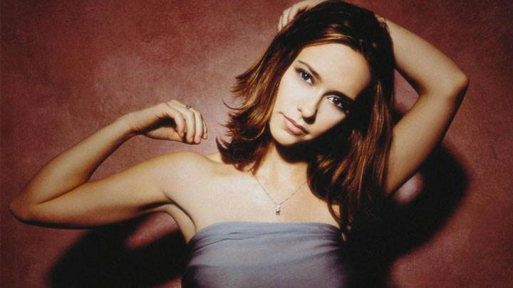 Jennifer Love Hewitt Looking At Camera Closeup Pose