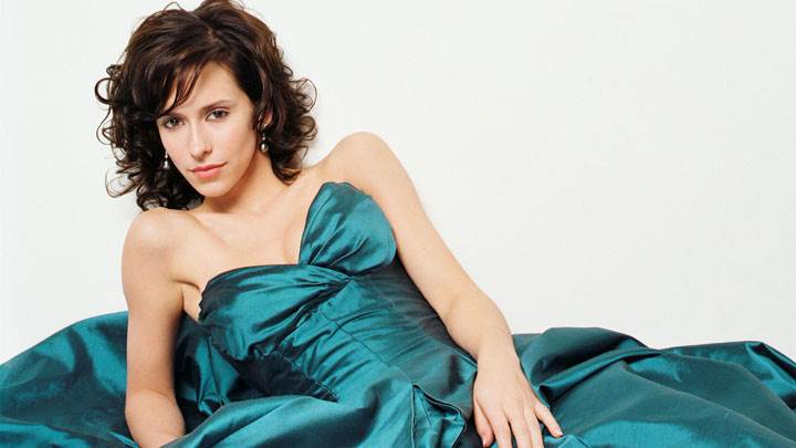Jennifer Love Hewitt Red Lips And Laying Pose In Long Green Dress