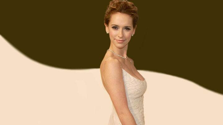 Jennifer Love Hewitt Side Pose In White Dress