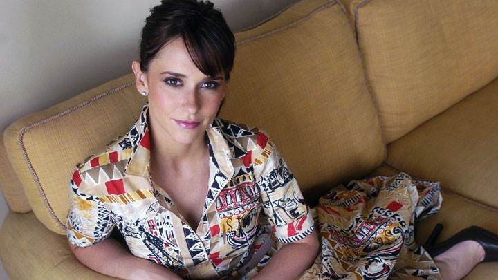 Jennifer Love Hewitt Sitting On Sofa In Colorful Dress