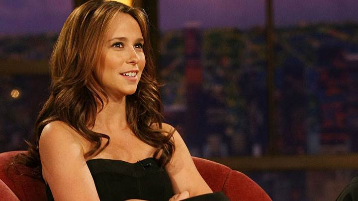 Jennifer Love Hewitt Smiling And Siiting In Black Dress
