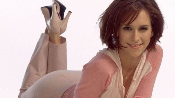 Jennifer Love Hewitt Smiling Laying Pose