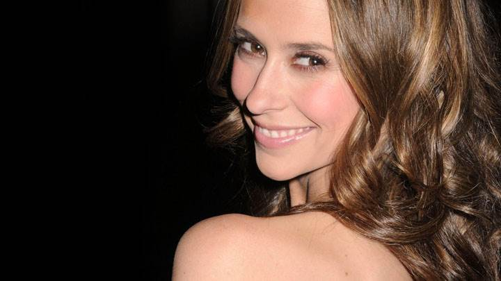 Jennifer Love Hewitt Smiling Looking Back And Black Background