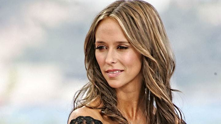 Jennifer Love Hewitt Smiling Side Face