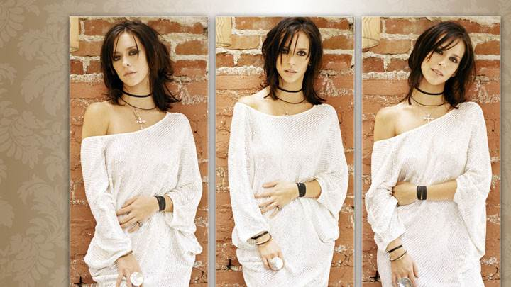 Jennifer Love Hewitt Three Different Pose In White Dress