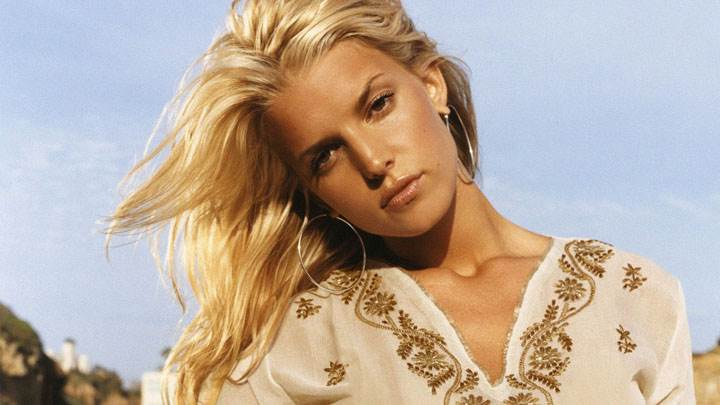 Jessica Simpson Sad Face In White Top And Long Earings