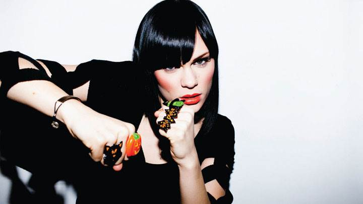 Jessie J Red Lips In Black Dress