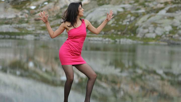 Kajal Aggarwal Dancing Near Sea Side In Pink Dress
