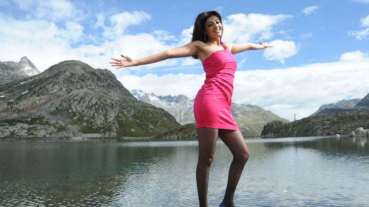 Kajal Aggarwal In Pink Dress Pose At Sea Side