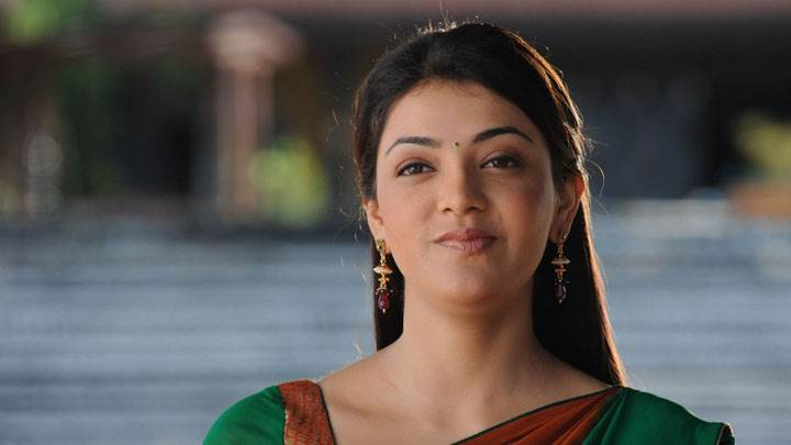 Kajal Aggarwal Smiling Wet Lips In Green Saree And Long Earings