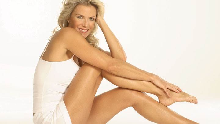 Katherine Kelly Lang Smiling Sitting Pose In White Dress