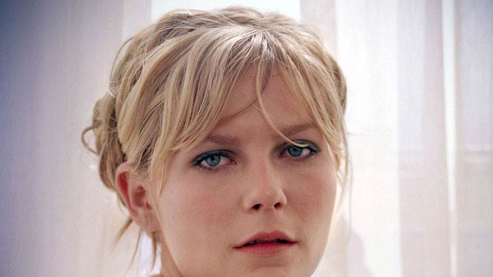 Kirsten Dunst Blue Eyes And Golden Hairs Cute Face Closeup