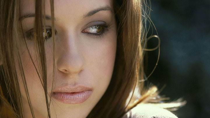 Lacey Chabert Looking Side And Wet Lips Face Closeup