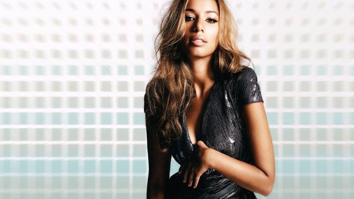 Leona Lewis Looking Front In Black Dress