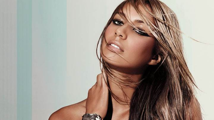 Leona Lewis Wet Lips And Cute Eyes Face Photoshoot