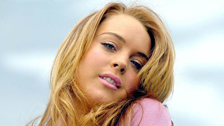Lindsay Lohan Pink Lips And Cute Eyes Face Closeup