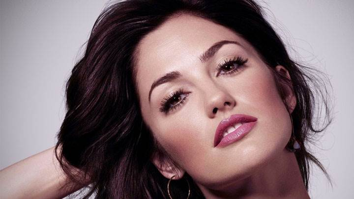 Minka Kelly Pink Lips And Cute Face Photoshoot