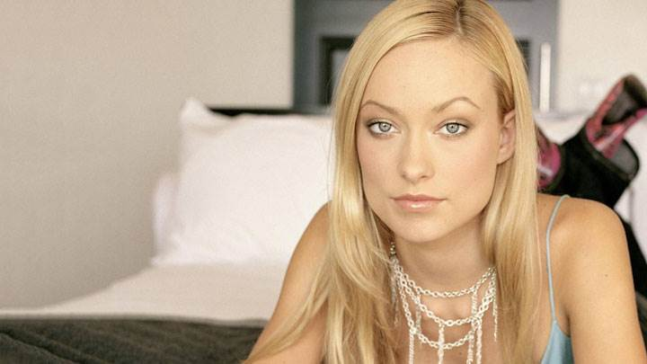 Olivia Wilde Cute Eyes And Wet Lips Laying Pose
