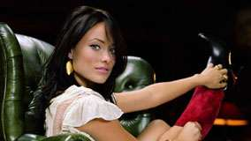 Olivia Wilde Sitting On Sofa And Pink Lips Looking At Camera