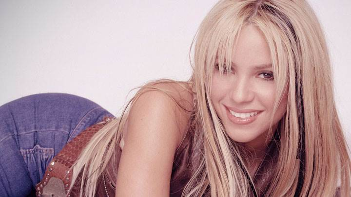Shakira Smiling In Top And Blue Jeans Laying Pose