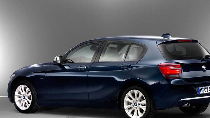 Side Pose of 2012 BMW 1-Series in Blue